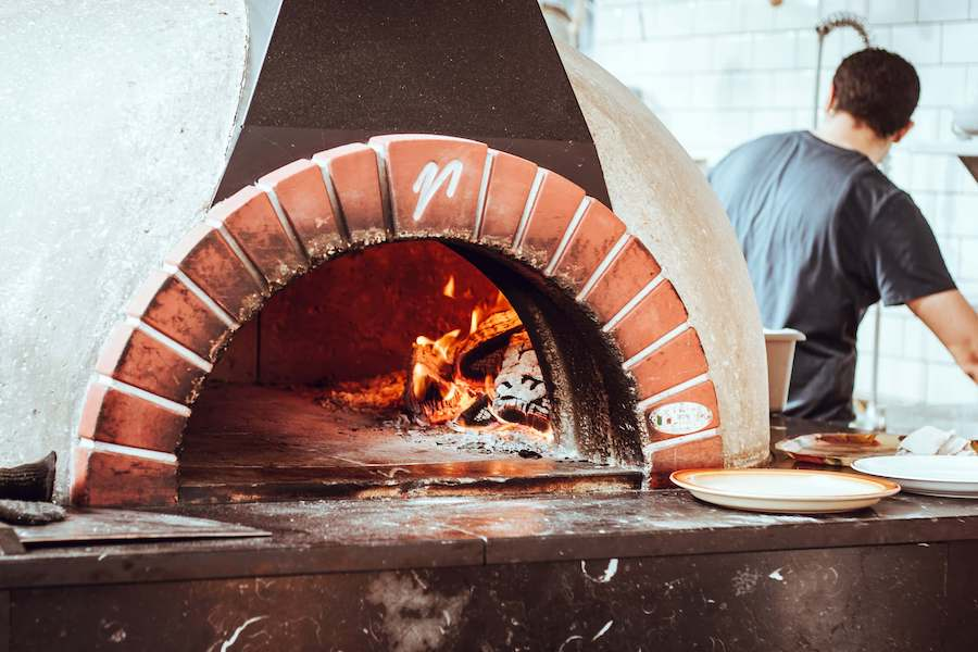 How To Eat The 8 Best Pizza in Hanoi Without Going Around In Circles